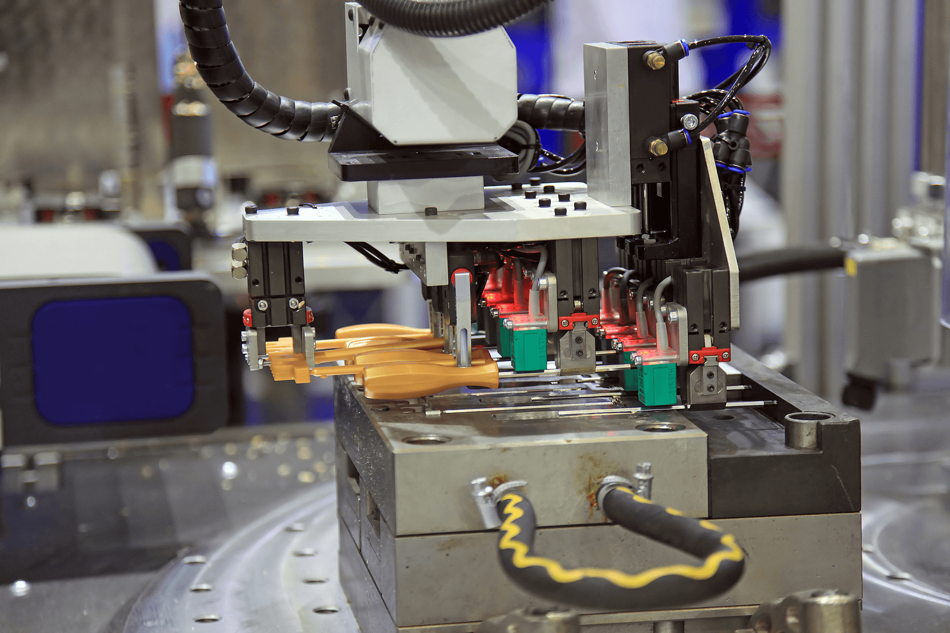 Plastic Injection Mold Tooling - Amco Tooling